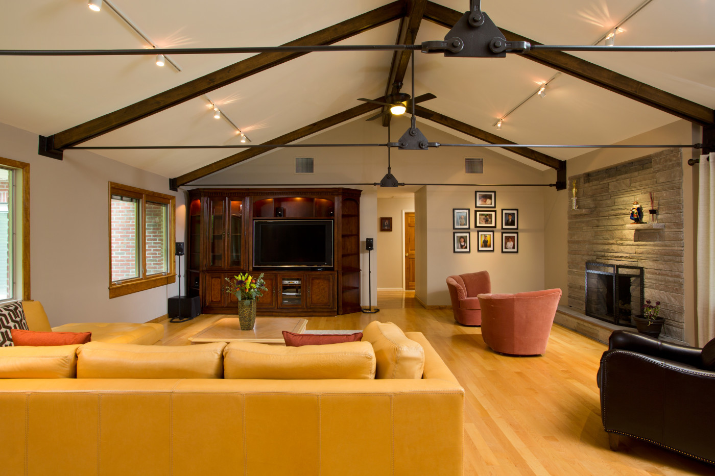 Iron and Wood vaulted ceiling supports   Teakwood Builders